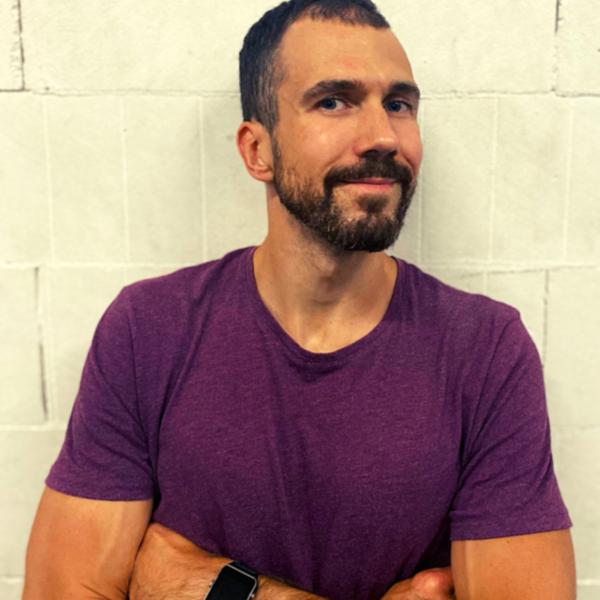 Rihards Mickēvičs treneris, privātie treniņi, funkcionālā fitnesa komunikācija